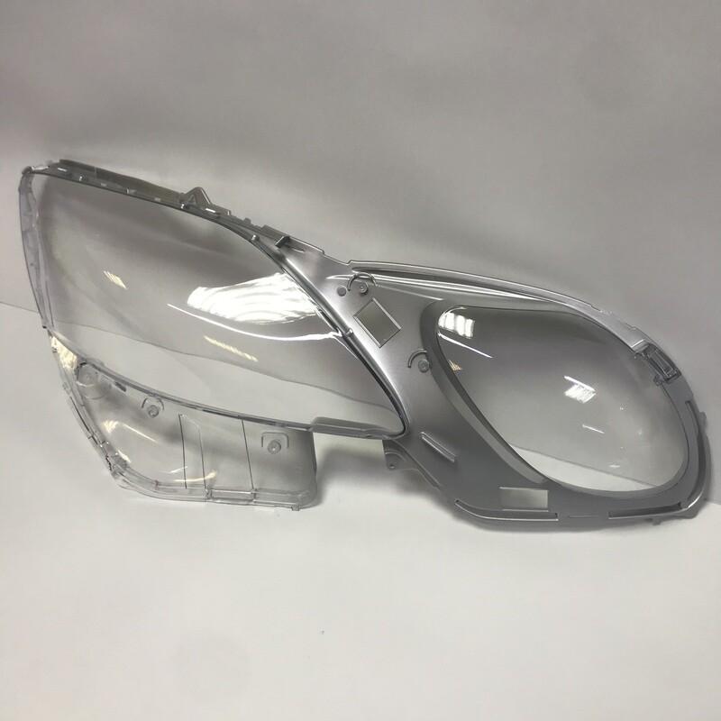 Правое стекло фары на LEXUS GS s190 (2004-2011)