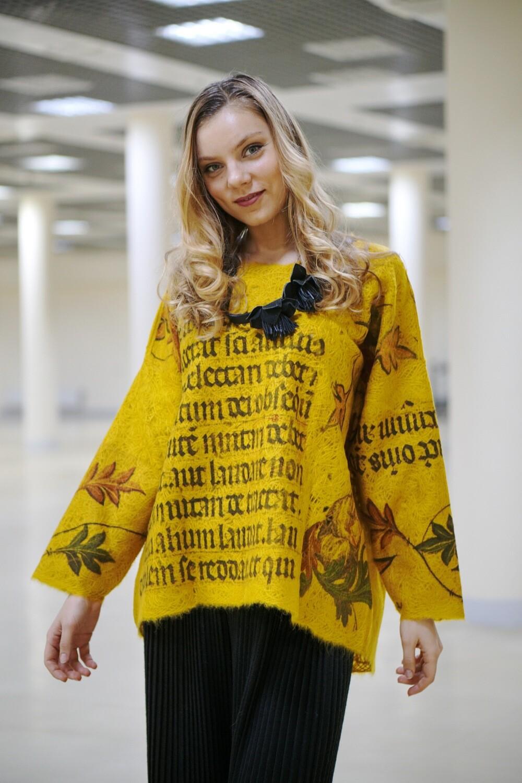 Дизайнерский свитер с принтом