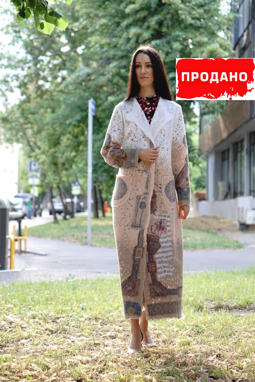 Легкое шерстяное пальто в пол