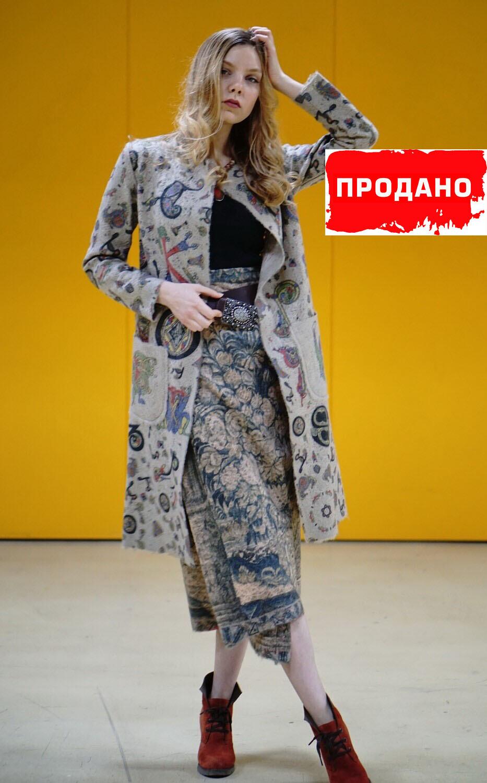 """Пальто с принтом """"Буквицы"""""""