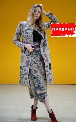 Легкое дизайнерское пальто с принтом