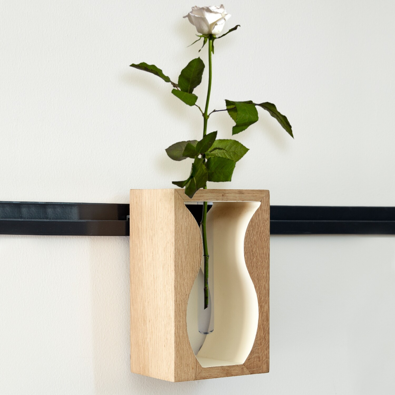 HangOn: Vase
