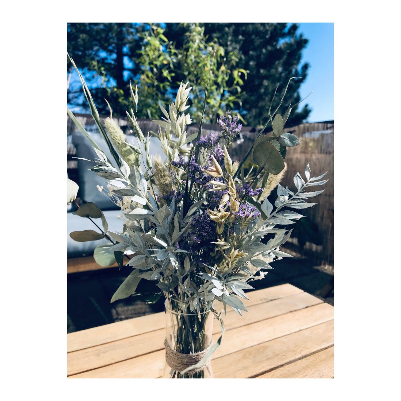 Bouquet printanier et son Flacon recyclé