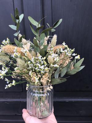 Bouquet champêtre et son flacon recyclé