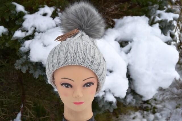 Woll-Mütze mit Fellbommel (Webpelz) mit Alpakawolle, hellgrau