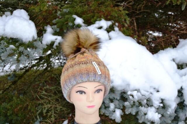 Woll-Mütze mit Fellbommel (Webpelz) mit Alpakawolle, gelb orange meliert