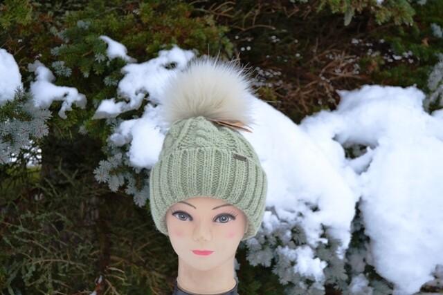 Woll-Mütze mit Fellbommel (Webpelz) mit Alpakawolle, hellgrün