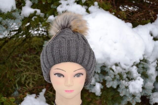Woll-Mütze mit Fellbommel (Webpelz) mit Alpakawolle, anthrazit
