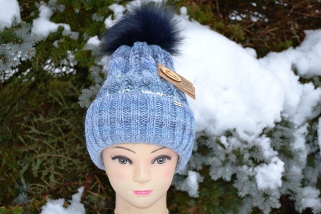 Woll-Mütze mit Fellbommel (Webpelz) mit Alpakawolle, hellblau meliert
