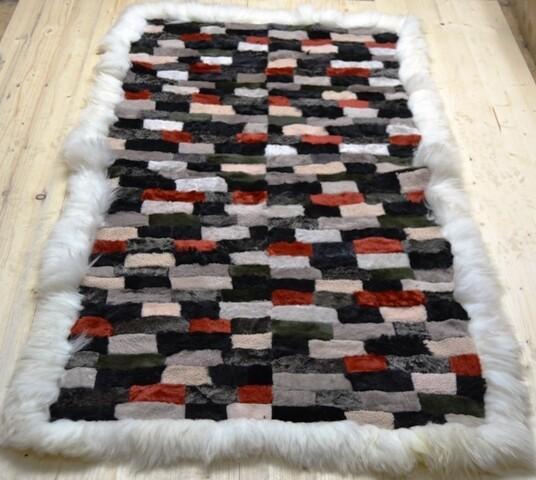 Lammfell-Teppich, Patchwork-Qualität, ca. 170x90 cm, grau/schwarz/rot/weiß Nr.8