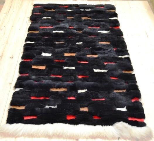 Lammfell-Teppich, Patchwork-Qualität, ca. 180x80 cm, Schwarz/rot/weiß Nr. 5