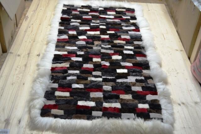 Lammfell-Teppich, Patchwork-Qualität, ca. 175x95 cm, grau/schwarz/rot/olive/weiß Nr.9