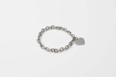 Bracciale in argento e cuore a pendente