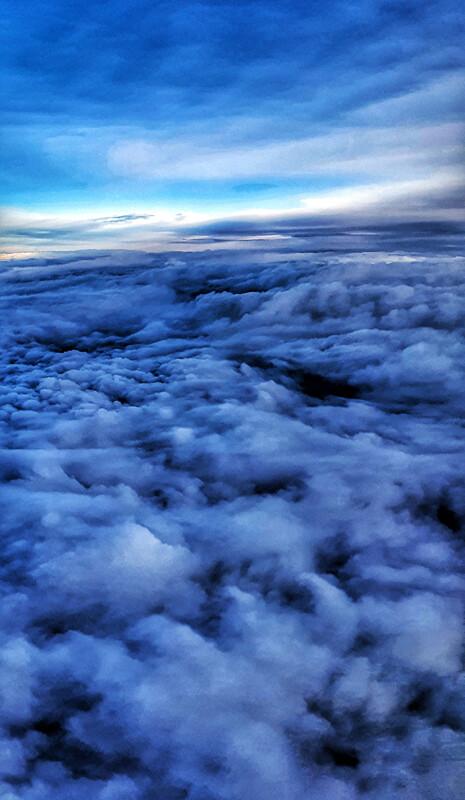 Over skyene