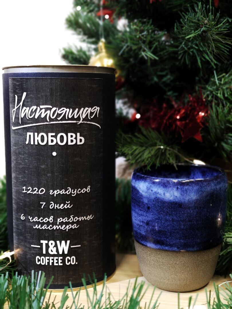 Керамическая чашка синяя