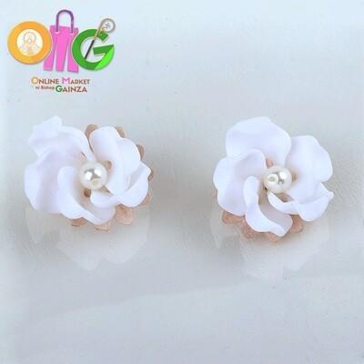 Icenhart Kawaii Handicrafts -  White Flower Pearl Earrings