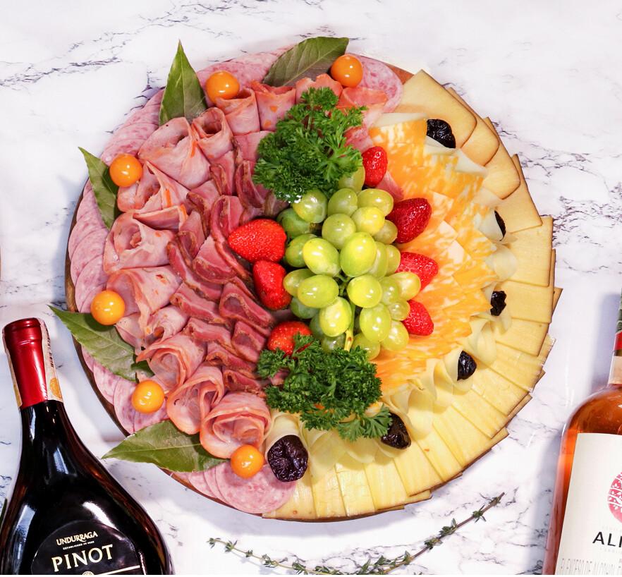 TABLA DE CARNES Y QUESOS # 2 (3 carnes y 3 quesos)(Precio por persona)