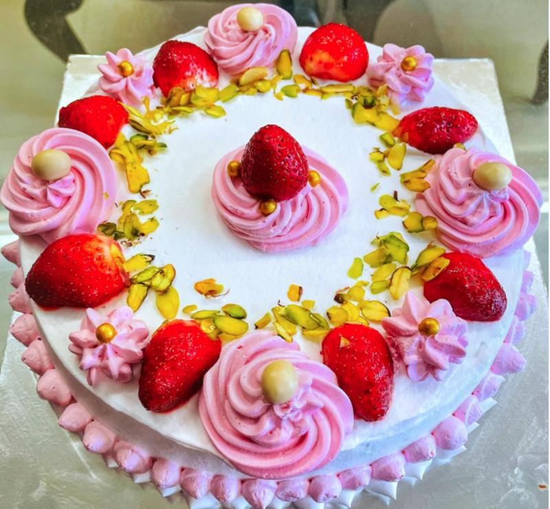 Strawberry Cake (750gms)