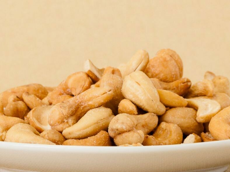 Fastachi Roasted & Salted Cashews - 8 oz Container