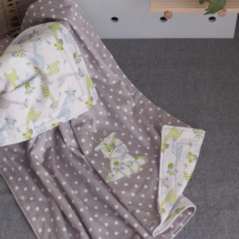 "Blanket ""Green Giraffe"""