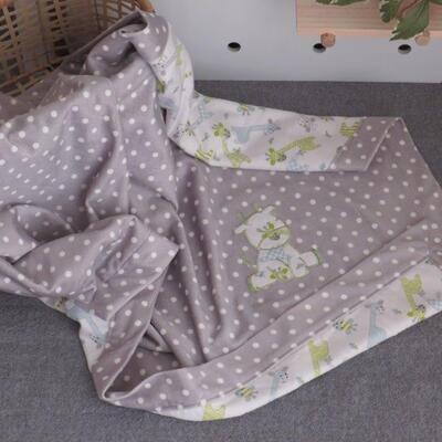"""Self Binding Blanket """"Green Giraffe"""""""