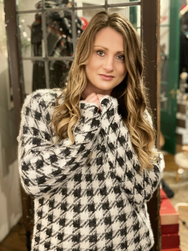 V R HOUNDS TOOTH SWEATER