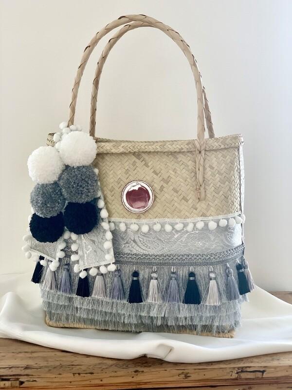 Gootchi Handbag/Stunning Silver