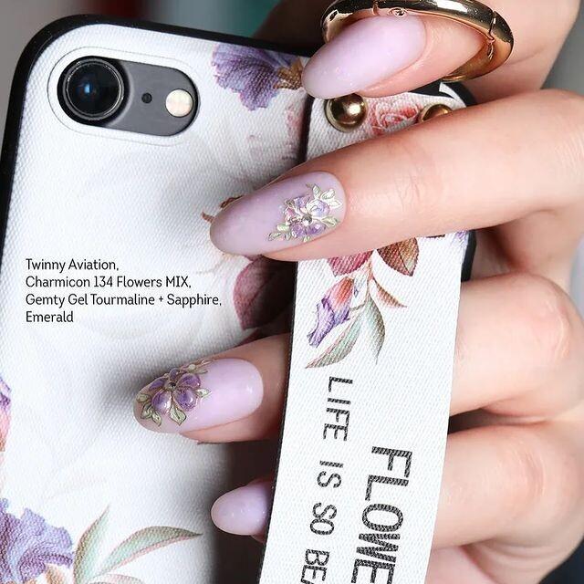 Flowers manicure