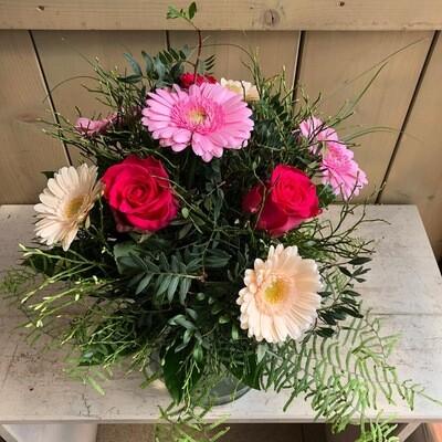 Strauß mit Rosen, Gerbera und Grün