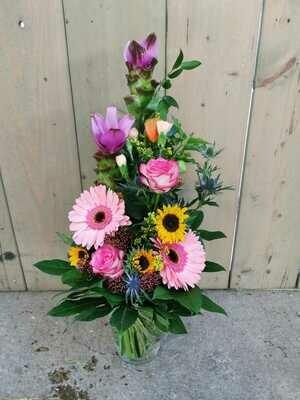 Blumenstrauß hoch gebunden