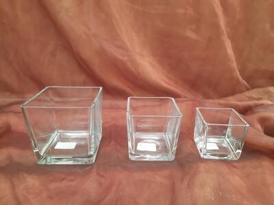 Viereckiges Glasgefäß