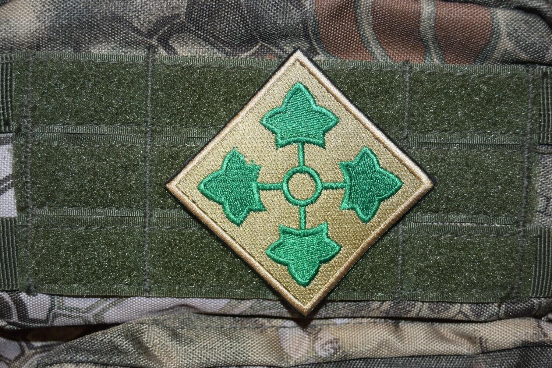 Patch 4e DI 4e division d'infanterie US avec scratch au dos