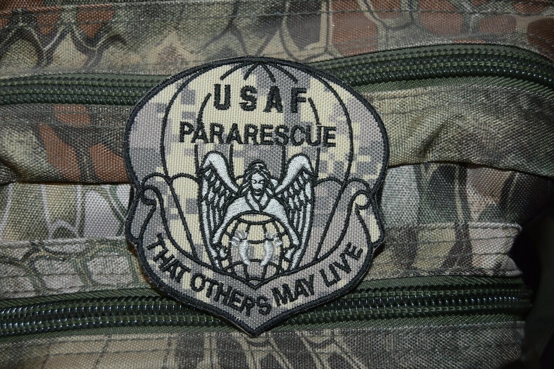 Patch USAF United States Air Force Pararescue avec scratch au dos