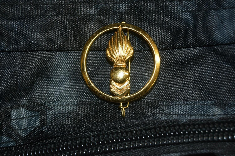 Insigne de béret militaire Corps Techniques et Administratifs
