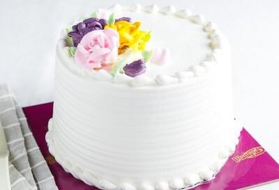 Vanilla Cake with Fresh Strawberry