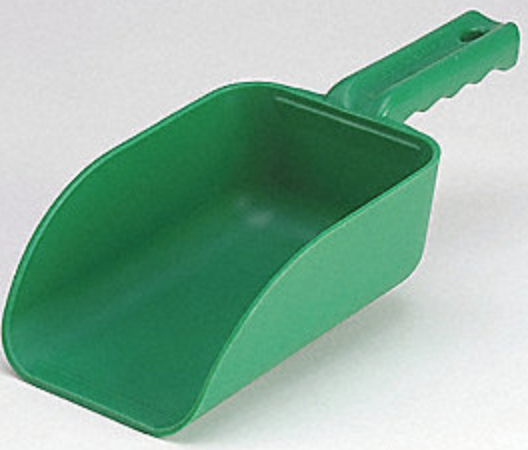 Plastic 82 oz feed scoop