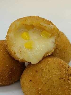 Bolinha de queijo com milho (Cheese and Corn Bites)