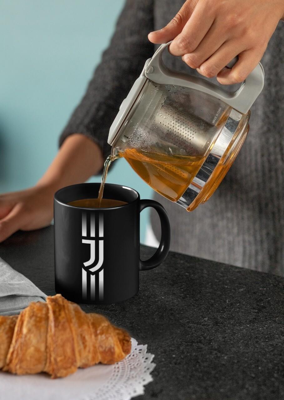 Juventus Black Mug (Microwave and Dishwasher Safe)