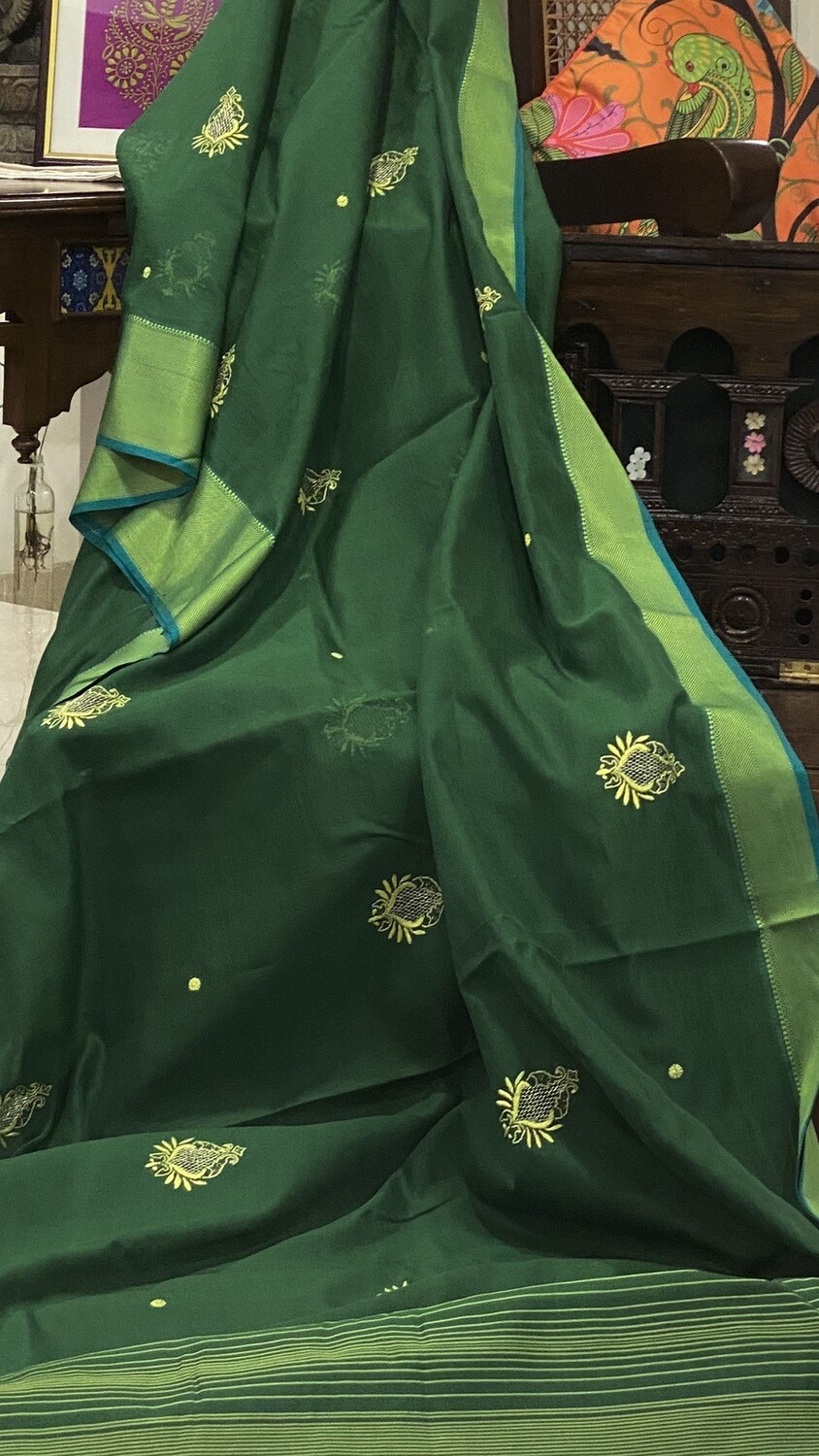 Emerald Green handloom Maheshwari silk cotton saree with Blouse .
