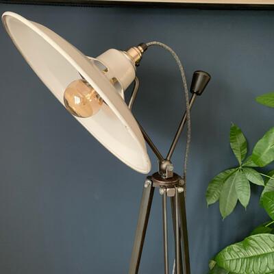 White Enamel Pan/tilt Tripod Lamp