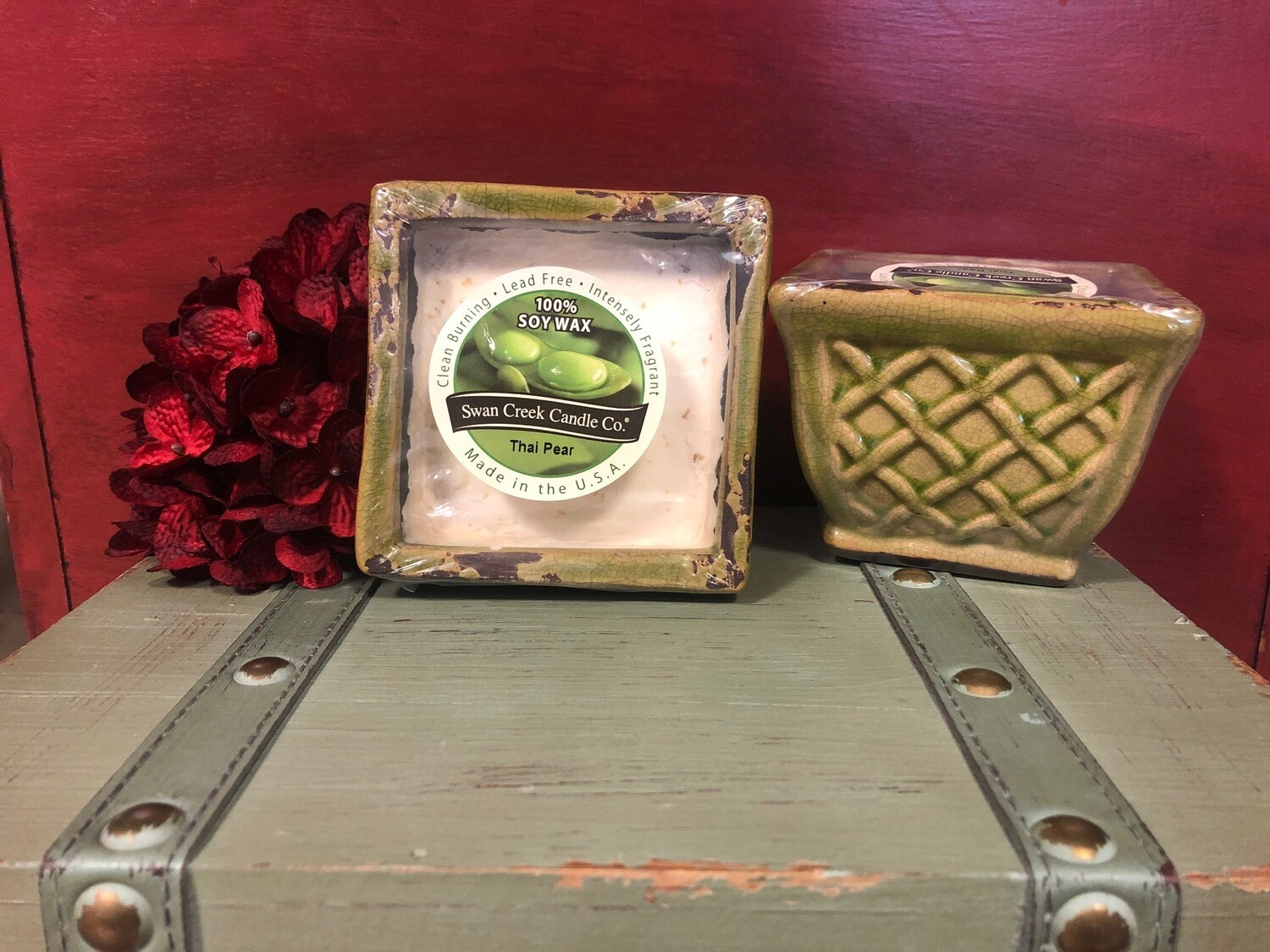 Swan Creek Thai Pear English Garden Square Pottery Candle