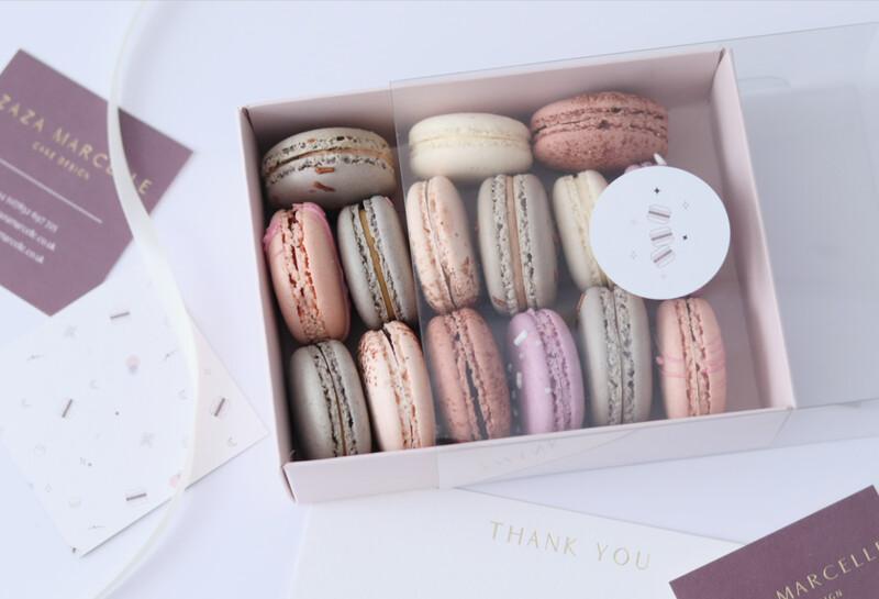 15 Macarons Selection Box