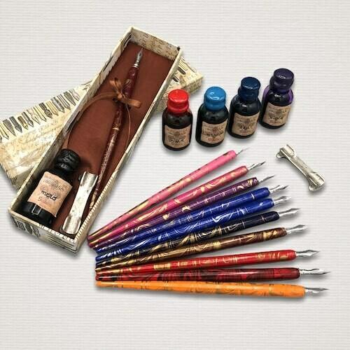 Set scrittura con penna calligrafica e inchiostro