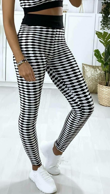 'Push Up' Checkered Leggings in White & Black