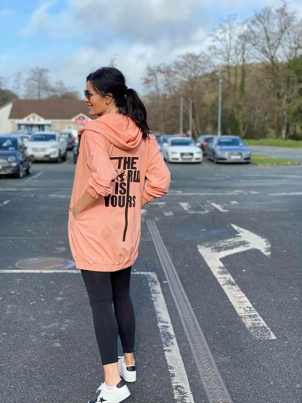 'The World is Yours' Sweatshirt Hoody in Peach