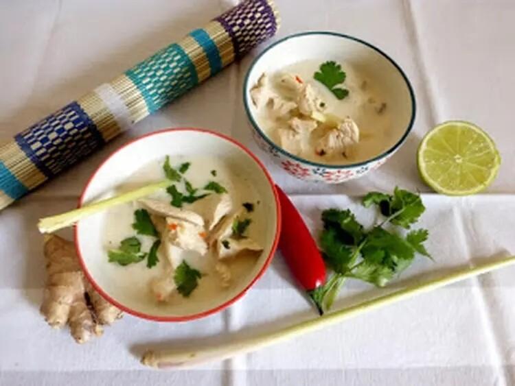 Potage de poulet au lait de coco