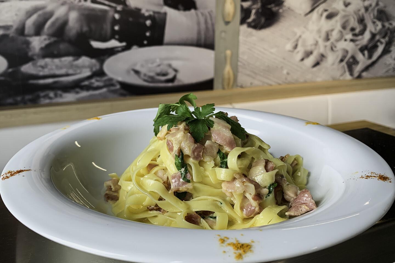 Carbonara Lard fumé, crème, Grana Padano, jaune d'œuf