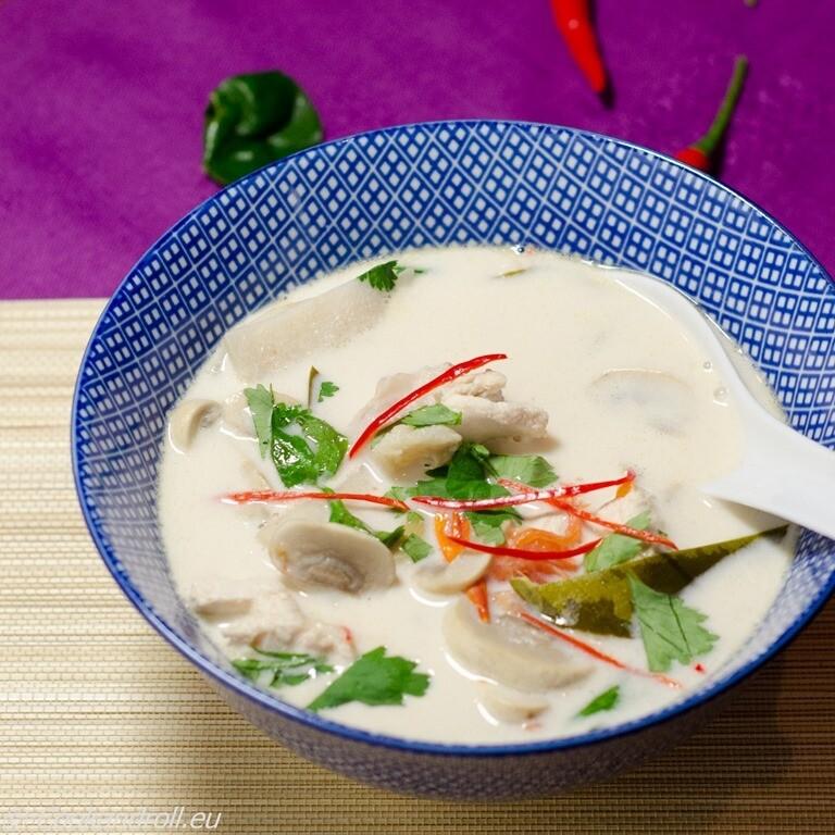 Potage galonga au poulet et lait de coco