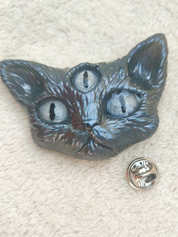 Third eye cat brooch