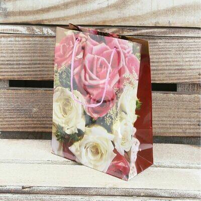 Пакет ламинированный розы 15х12х6,5 см